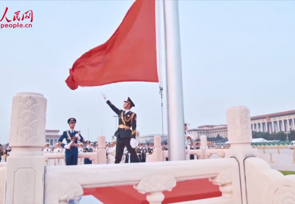 """杨博:国旗护卫者的""""炼成记"""""""