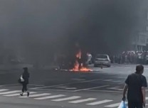 面包车自燃爆炸