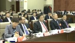 出席省十三届人大二次会议的代表继续分组审议