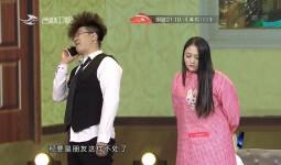 """家庭欢乐秀_网红""""安全距离哥""""李峰携妻子带来小品首秀"""