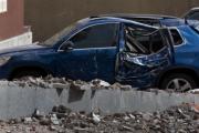 紫荆花饭店16层墙皮脱落 11辆车受损