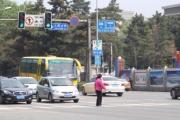 长春交警在城区五个路口纠正交通违法行为150余件