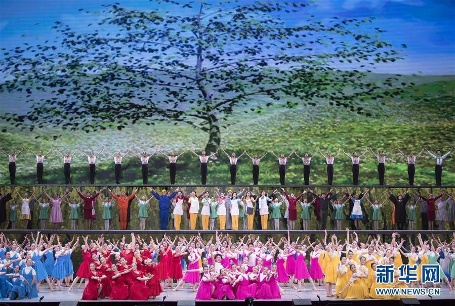 (时政)(2)庆祝改革开放40周年文艺晚会《我们的四十年》举行
