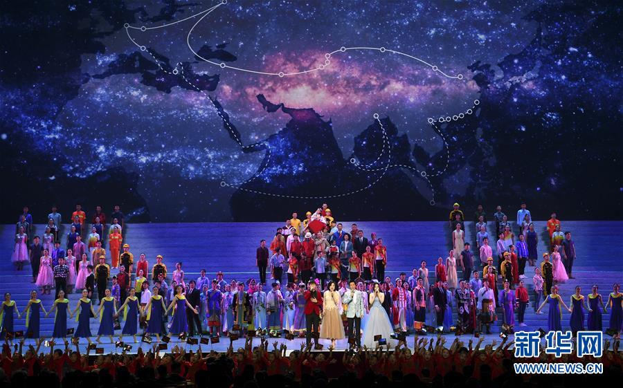 (时政)(11)庆祝改革开放40周年文艺晚会《我们的四十年》举行