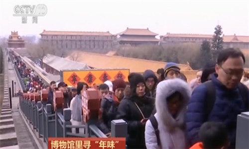 """博物馆里寻""""年味"""":北京故宫日均参观者超2万人次"""