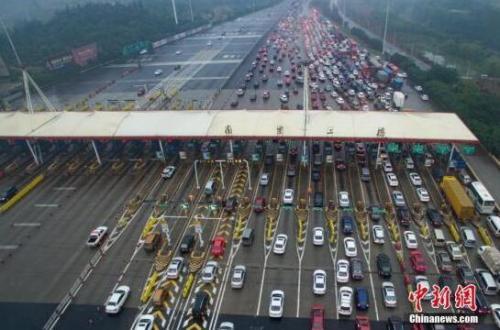 资料图:高速公路收费站 <a target='_blank' href='http://www.chinanews.com/'>中新社</a>记者 泱波 摄