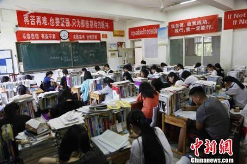 资料图:高中学生在上课。沙见龙 摄