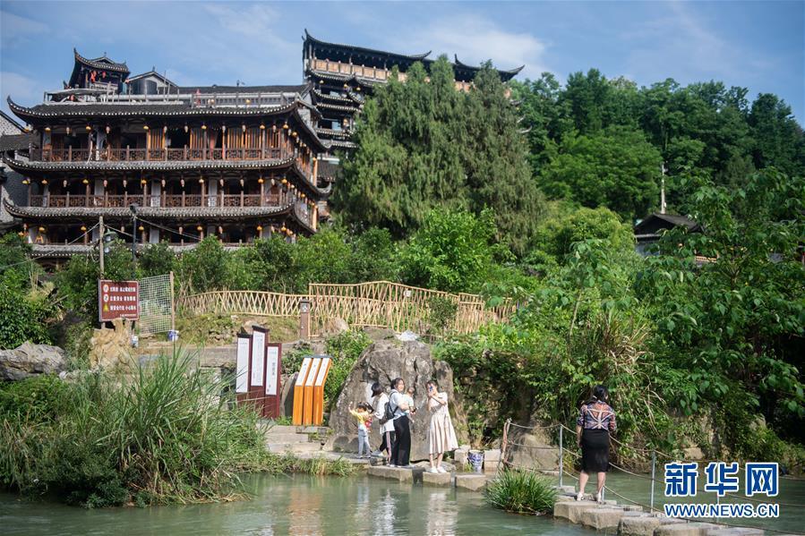 (圖文互動)(7)美了鄉村 富了山民——湖南崛起一批文旅特色小鎮