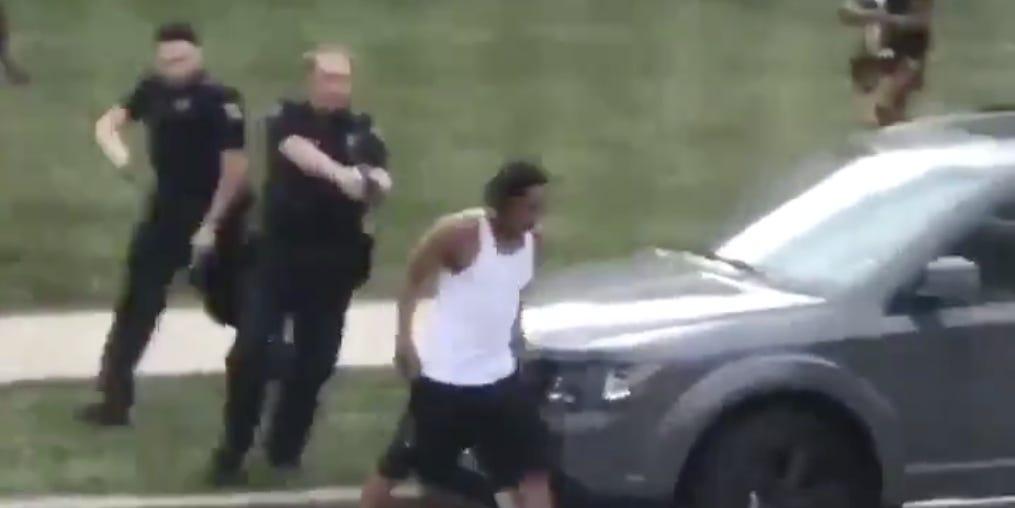 美国威斯康星州非裔男子遭枪击引发示威 国民警卫队进驻