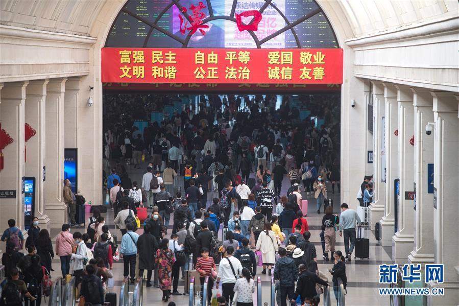 ( 社會)(1)武漢:漢口火車站迎來返程客流高峰