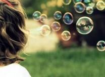 兒童吹泡泡有助語言能力發展