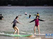 全民健身:海上冲浪 乐享假期