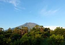 巴厘岛阿贡火山剧烈喷发 游客请注意安全