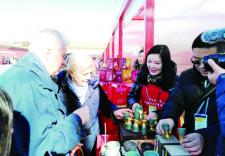 吉林松花石亮相北京故宫 文创产品吸引游客眼球