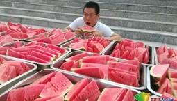"""这是真的""""吃瓜群众""""!高校免费为留校学生提供2000斤西瓜避暑"""