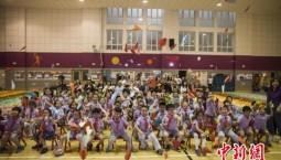 中国儿童制作最长纸飞机 创造吉尼斯世界纪录