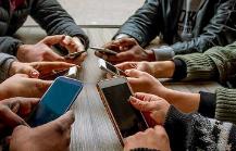 """高焦慮人群更容易手機成癮 虛擬快感讓人總想點開""""下一個"""""""