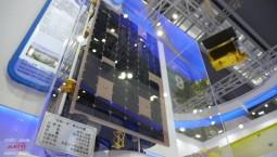 卫星+机器人 万博手机注册省高科技产品亮相深圳高交会引围观