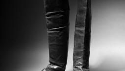 拿破侖的靴子在巴黎拍出11.7萬歐元 曾隨拿破侖流放小島