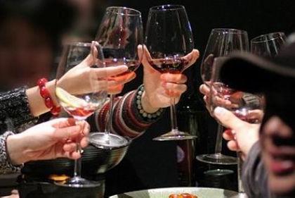 春节聚餐酒不能少 教你如何喝酒不易醉