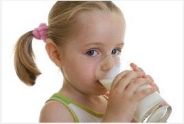 早上空腹喝牛奶的危害居然这么多!