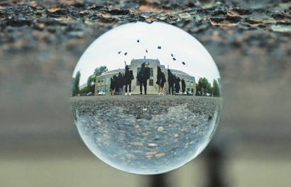 水晶球里拍出毕业照