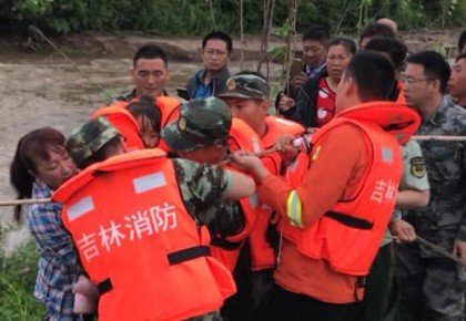 32名耳农和一名驾铲车的男子 都被敦化消防救了