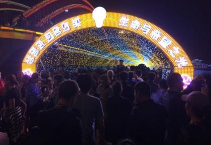 生命与希望之光 中国朝鲜族灯光庆典 记者带你游布尔哈通河!