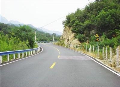 """推动农村公路建设迈入高质量发展新阶段——习近平总书记对""""四好农村路""""建设的重要指示引起热烈反响"""