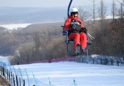 净月潭滑雪场中级雪道正式开放