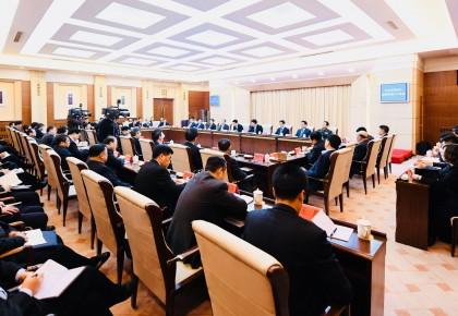 省委召开常委扩大会议 传达学习党的十九届二中全会精神 巴音朝鲁主持并讲话