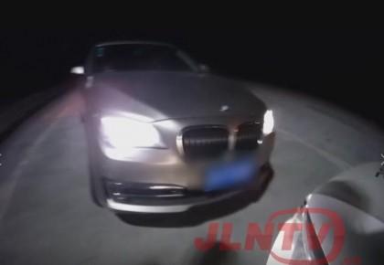 【不该】高速行车牌照上做手脚 违法行为监控全记录