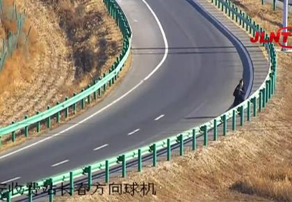 【视频】高速上随意下车步行  这胆儿可不小