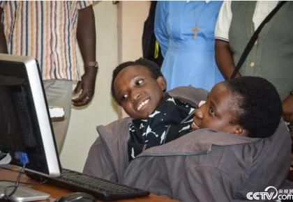 坦桑尼亚连体姐妹因病去世 年仅21岁