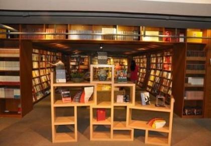 网红书店受欢迎 实体书店之复兴仍待扶持