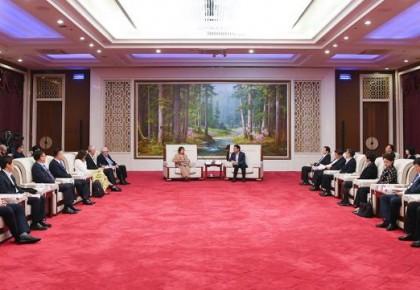 开创吉林旅游产业新未来 巴音朝鲁景俊海分别会见出席第四届中国避暑旅游产业峰会的中外嘉宾代表