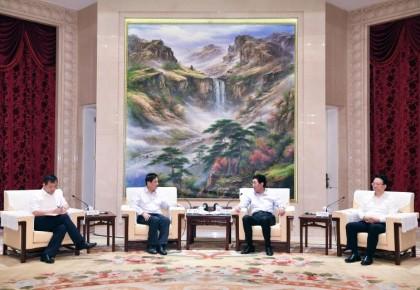 我省与中国铁路总公司举行工作会谈 巴音朝鲁景俊海出席