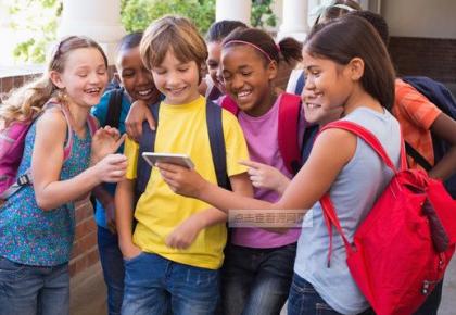 引导学生健康成长 欧洲多国限制在校中小学生使用手机