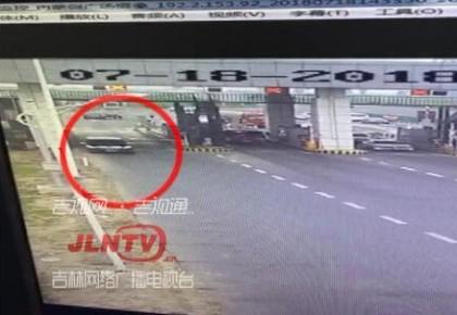 【视频】车辆遮挡号牌撞杆逃逸 两省联手快速缉拿归案