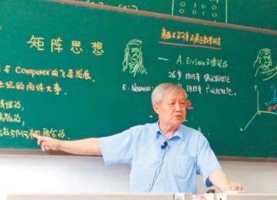 """这位七旬教授火了!手写""""最美板书""""比PPT还好看"""