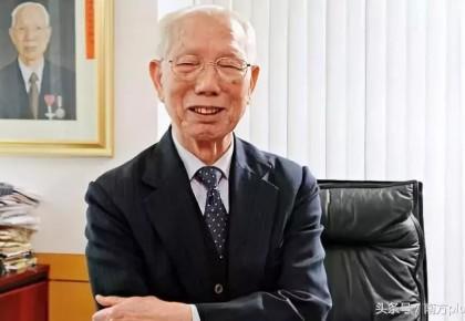 这位99岁的慈善家走了,留给我们三百多所学校……