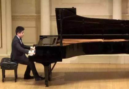 他能听见黑白的颜色、他能触摸指尖的阳光,他是怎样的钢琴盲童少年?