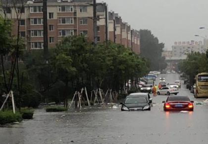 """入汛最强降雨来了,长春今晨部分路段""""看海"""",交通压力大"""