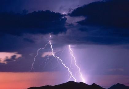 今早大雨把你吵醒,今晚雷声让我难眠!橙色预警啊,睡不着?了解下~