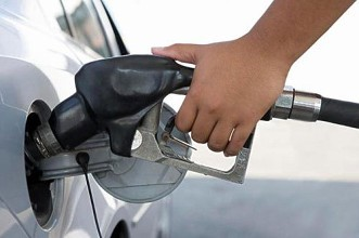 油价今晚迎年内第六降,加满一箱可省……