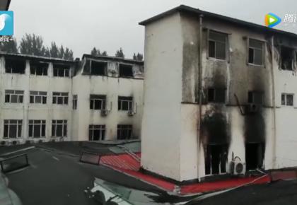 追踪报道|记者走进哈尔滨失火酒店 屋顶烧塌玻璃墙烧爆
