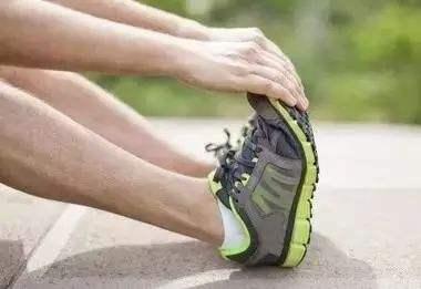 為什么夜間腿容易抽筋?該如何防治?