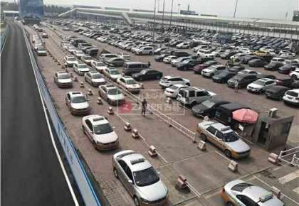 长春机场出租车乱象丨打车按人头收费 投诉遭互相推诿