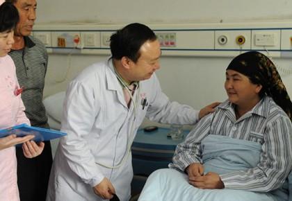 庄仕华:小小手术台架起民族团结友爱连心桥