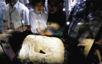 """中国首次完整回收的陨石坑""""移居""""上海天文馆"""